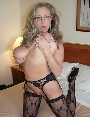 Free Big Tits Moms Porn Pictures