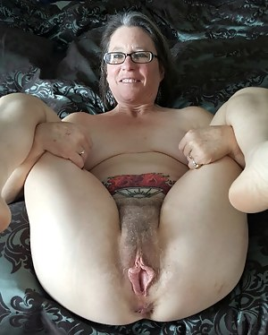 SHARI: American granny pussy