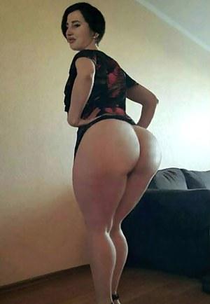 Free Bubble Butt Moms Porn Pictures