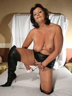 Free Moms Boots Porn Pictures