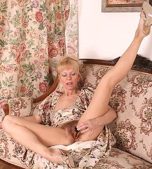 Free Moms Masturbation Porn Pictures
