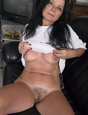 Free mature pussy pic 1