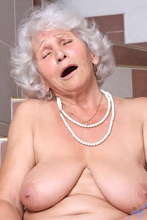 Free Moms Orgasm Porn Pictures