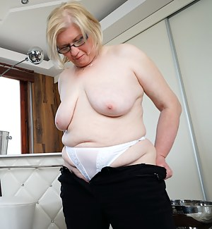 Free Big Natural Tits Moms Porn Pictures