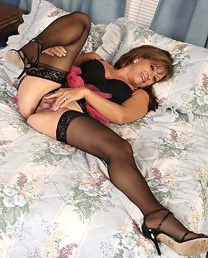 Free Moms Stockings Porn Pictures