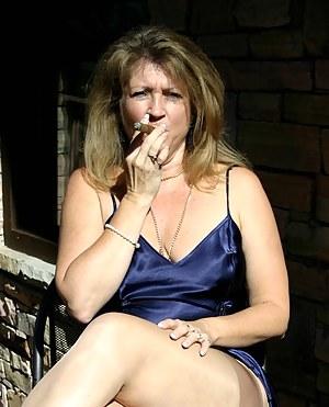 Free Moms Smoking Porn Pictures