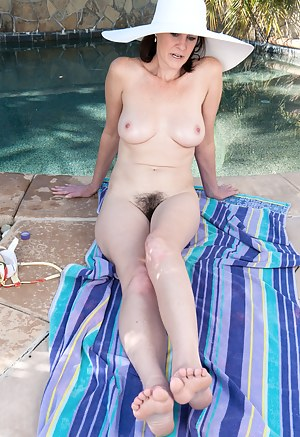 Free Moms Pool Porn Pictures