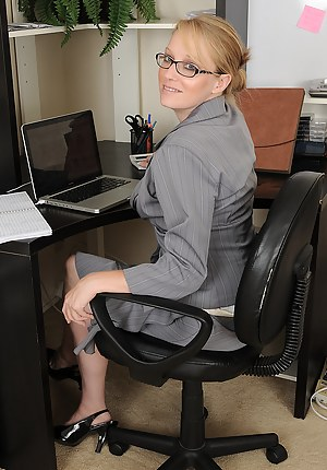 Free Moms Office Porn Pictures
