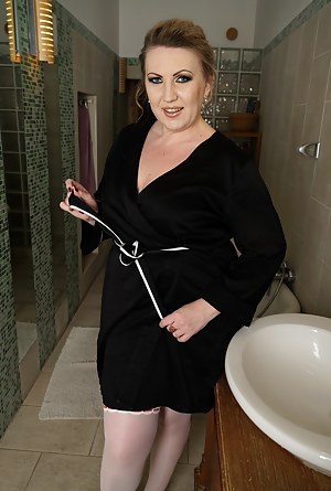 Free Moms Bathroom Porn Pictures