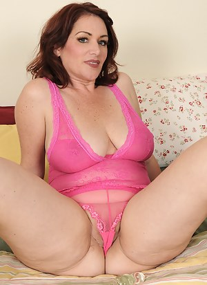 Free Moms Cameltoe Porn Pictures